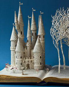 Artesanato com jornal – 10 ideias espetaculares (Revista Artesanato) - Bastelsachen - Paper Up Book, Book Art, Altered Books, Altered Art, Fairytale Castle, Fairytale Book, Paper Book, Book Folding, Book Projects
