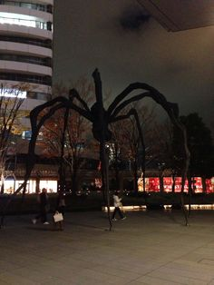 The giant spider at Roppongi Hills, shrouded in night's darkness.