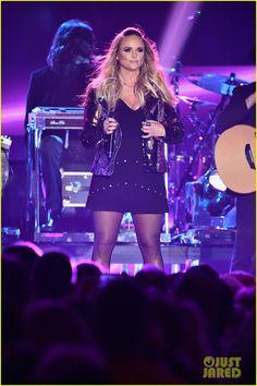 3a34e0ec39 Miranda Lambert Hands Out  Pink Sunglasses  During CMT Awards Performance!  Miranda Lambert 2017