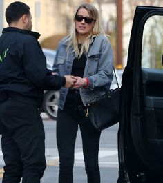 Amber, showcased her super-slim figure in a pair of tight black leggings and matching top with a faded blue denim jacket. Her divorce from Johnny was finalized on Friday. Kate Mara Jamie Bell, Amber Heard Style, Indian Bridal Outfits, Black Leggings, Celebrity Style, Celebrity Couples, Autumn Winter Fashion, Korean Fashion, Celebs