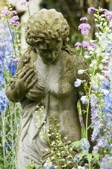romantic garden - soft - lovely statue - havent seen this before Garden Statues, Garden Sculpture, Garden Urns, Garden Benches, My Secret Garden, Parcs, Garden Ornaments, Dream Garden, Yard Art