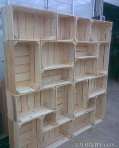 DIY idea: Shelf out of crates. Awesome way to have modern decor, without sacrificing a kind of rustic feel.Would make a great room divider Daily update on my site DIY idea: Shelf out of crates. Awesome way to have modern decor, without… Cheap Bookshelves, Diy Bookcases, Craft Show Displays, Display Ideas, Pallet Display, Diy Décoration, Easy Diy, Simple Diy, Cool Ideas