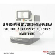 Polaroïd citation sur la photo et le présent Kodak Express