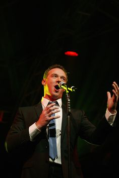 Russell Watson Photos - Singer Russell Watson performs at Blackpool Illuminations switch on at Blackpool Promenade on September 2010 in Blackpool, England. - Robbie Williams Turns On Blackpool Illuminations Russel Watson, Robbie Williams, Blackpool, Traditional, Pop, Concert, Music, Christmas, Musica