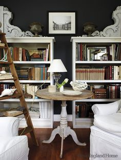 dark walls, white bookshelves with giant corbels & the LADDER White Bookshelves, White Shelves, Bookcase Shelves, Bookcases, Book Shelves, Dark Walls, Blue Walls, Interior Inspiration, Design Inspiration