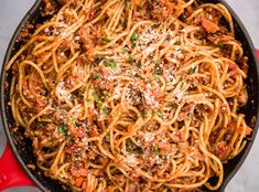 Πώς θα τελειοποιήσεις τα μακαρόνια με κιμά - RatPack.gr Spicy Recipes, Pasta Recipes, Italian Recipes, Dinner Recipes, Cooking Recipes, Healthy Recipes, Dinner Ideas, Healthy Meals, Yummy Recipes
