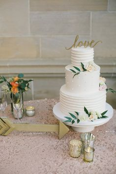wedding cake idea; featured photographer: Onelove Photography