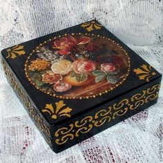 22 Pretty Wooden Home İnterior - Room Dekor 2021 Decoupage Box, Decoupage Vintage, Wood Arrow Decor, Altered Cigar Boxes, Diy And Crafts, Arts And Crafts, Home Decor Colors, Pretty Box, Jewellery Boxes