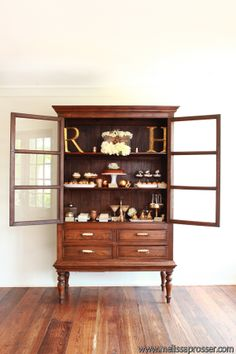 Stationery display cabinet