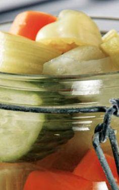 Κόκκινες πιπεριές τουρσί Pickles, Cucumber, Food, Essen, Meals, Pickle, Yemek, Zucchini, Eten