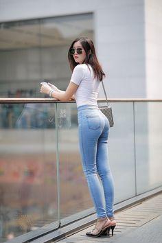 Sexy Asian Girls - Her Crochet Superenge Jeans, Sexy Jeans, Skinny Jeans, Belle Nana, Skinny Asian, Chica Fantasy, Corpo Sexy, Myanmar Women, Cute Asian Girls