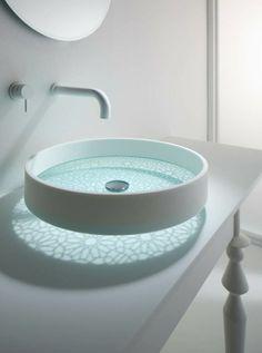 Glattes, schickes Waschbecken: Das Motiv Waschbecken von Omvivo - http://wohnideenn.de/badezimmer/07/glattes-schickes-waschbecken.html #Badezimmer