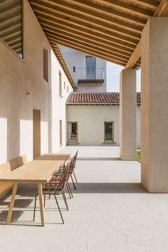 Minimal Outdoor space designed by Ortalli Verrier – ph. Minimal Architecture, Facade Architecture, Contemporary Architecture, Contemporary Interior Design, Modern House Design, Villa, Spanish Style Homes, Indoor Outdoor Living, Toscana