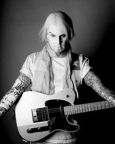 John 5 with a Fender Telecaster Cool Tee Shirts, Cool Tees, John 5, Fender Telecaster, Beautiful People, Songs, Rockers, Portrait, Guitars
