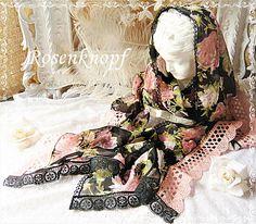 Einzigartiges Tuch, romantisch mit Rosen bedruckt und mit Spitzenborten in Schwarz und Rosa verziert