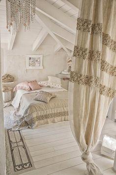 Если Вы хотите, приходя в дом получать отдых и покой, Ваш выбор это Средиземноморский стиль интерьера. Естественная красота в сочетании с натуральностью дарят ощущение комфорта. Изысканные льняные шторы мягко рассеивают солнечный свет, а органза создает ощущение воздушности и роскоши, воплощения итальянского искусства. Итальянский дизайнер Daniela Dallavalle  создает сочетание роскоши, изящества и простоты, воплощая ее в эксклюзивные изделия. Особенная атмосфера гармонии. #ArtePura #шторы…