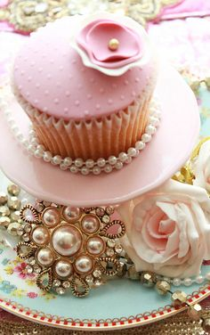 """Cupcakes >>> Click the link to visit my board """"Cupcakes ༺♥༻"""": http://www.pinterest.com/pinbycolor/cupcakes/"""
