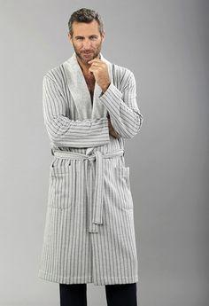 #Bata #Massana hombre - Bata muy cómoda para no agobiarse con el calor - Corte clásico - Ref: L656319GRIS - Tu ropa interior masculina en Varela Íntimo. #ropaInterior #modahombre #BatasHombre http://www.varelaintimo.com/39-batas