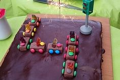 Schoko-Auto 15 Triangle, Party, Recipes, Autos, Children Cake, Cute Ideas, Food For Kids, Bakken, Chef Recipes