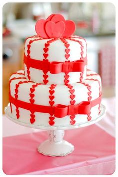 Valentine's Day Party Ideas - White and red heart cake Fancy Cakes, Cute Cakes, Pretty Cakes, Beautiful Cakes, Amazing Cakes, Simply Beautiful, Valentines Day Cakes, Valentine Treats, Valentine Party