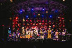 Orquestra Imperial celebra 15 anos em baile à fantasia no Circo #timbeta #sdv #betaajudabeta