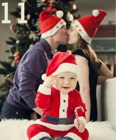DIY Family Photo Ideas for Christmas - Santa baby by ronisilver Xmas Photos, Family Christmas Pictures, Family Photos, Xmas Pictures, Babies First Christmas, Christmas Baby, Winter Christmas, Christmas Cards, Diy Bebe