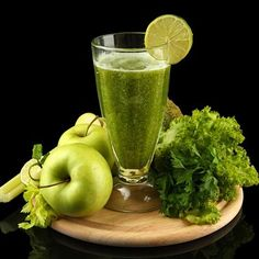 Welcome to Juice Detoxing - Hering Retreats Juice Smoothie, Smoothies, Green Juice Benefits, Spinach Juice, Cooking Recipes, Healthy Recipes, Simple Recipes, Healthy Food, Green Juice Recipes
