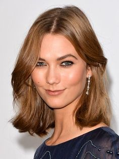 How to style mid-length hair like Karlie Kloss's lob hairstyle: Rumpled Texture | allure.com