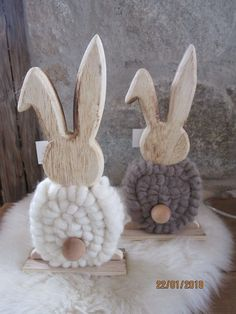Wooden rabbit with felt wool decoration window decoration table decoration Easter figure scul. - Wooden rabbit with felt wool decoration window decoration table decoration Easter figure scul… Wood Crafts, Diy And Crafts, Crafts For Kids, Easter Crafts, Holiday Crafts, Easter Decor, Diy Hanger, Wooden Rabbit, Wooden Animals
