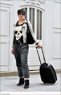 Easy Fashion: Emilie - rue Tiquetonne - Paris Not sold on the pants, but the top half is awesome