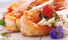 Salada de camarão ao molho de mel e shoyu.