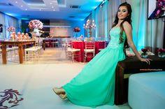 Linda Marina no seu vestido verde água.