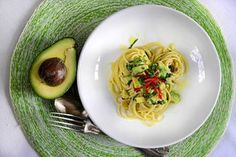 Avocado pasta. Vegetarian Recipes, Cooking Recipes, Healthy Recipes, Avocado Pasta, Italy Food, Everyday Food, Food Hacks, Italian Recipes, Dinner Recipes