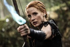 A gallery of The Huntsman Winter's War publicity stills and other photos. Featuring Chris Hemsworth, Emily Blunt, Charlize Theron, Jessica Chastain and others. Jessica Chastain, Emily Blunt, Charlize Theron, Chris Hemsworth, Huntsman Movie, Snowwhite And The Huntsman, Colleen Atwood, Cacciatore, Cinema