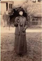 6. Mevrouw Peregrine is de directrice van het weeshuis. Zij maakte een lus = dezelfde dag telkens opnieuw beleven.