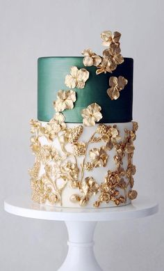 green white gold wedding cake, unique wedding cake, pretty wedding cakes wedding cakes Wedding cakes are an iconic part of a big-day reception. There's nothing like a beautiful wedding cake, that looks almost too pretty to cut into. White And Gold Wedding Cake, Pretty Wedding Cakes, Black Wedding Cakes, Unique Wedding Cakes, Wedding Cake Designs, Purple Wedding, White Gold, Lace Wedding, Wedding Themes