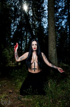 Black Metal Girls Chica Heavy Metal, Heavy Metal Girl, Dark Beauty, Gothic Beauty, Gothic Art, Gothic Girls, Black Metal, That Old Black Magic, Estilo Dark