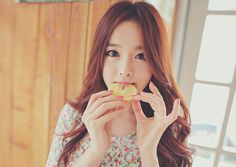 Find images and videos about ulzzang and kim shin yeong on We Heart It - the app to get lost in what you love. Best Face Products, Ulzzang Girl, Sweet Girls, Beautiful Celebrities, Redheads, Korean Fashion, Beauty Hacks, Hair Makeup, Hairstyle