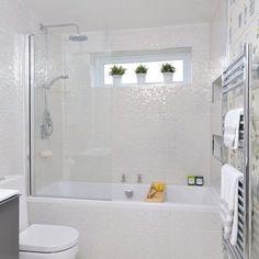 Small Home Bathroom Design Small Bathroom Designs Home Depot Small Bathroom Design Ideas Small White Bathrooms, White Bathroom Tiles, Bathroom Windows, Bathroom Renos, Modern Bathroom Design, Beautiful Bathrooms, Bathroom Remodeling, Remodeling Ideas, Cream Bathroom