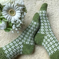 Ravelry: Sea of Flowers Socks pattern by Runningyarn