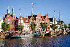 Ehrwürdige Bauten künden noch heute vom Stolz der Hanse, die im Mittelalter als Wirtschaftsmacht vor allem im Ostseeraum wirkte. Rund 40 Städte locken nun mit ihrem großen Kulturerbe Urlauber an.