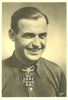 ✠ Heinrich Bär (25 May 1913 – 28 April 1957) Killed in a flying accident. 02.07.1941 RK Leutnant d.R. Flugzeugführer i. d. 1./JG 51+ [31. EL]14.08.1941 Leutnant d.R. Flugzeugführer i. d. 1./JG 51 + [7. Sw] 16.02.1942 Hauptmann d.R. Staffelkapitän 1./JG 51