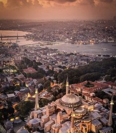 Istanbul, you are magic! Sainte Sophie Istanbul, Visit Istanbul, Hagia Sophia, Dream City, Istanbul Turkey, Paris Skyline, Tourism, Nature Photography, How Are You Feeling