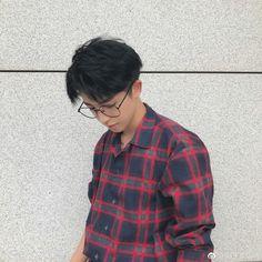 Lưu Vũ Korean Boys Ulzzang, Cute Korean Boys, Ulzzang Boy, Asian Boys, Korean Guys, Ulzzang Couple, Korean Boy Hairstyle, Korean Haircut, Korean Glasses
