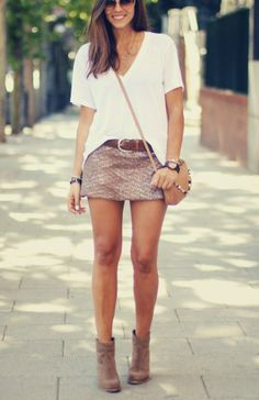 Mini Skirt, Baggy Tee, Low Rise Boots