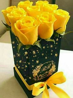 A special gift. Flowers Gif, Hanging Flowers, Pretty Roses, Beautiful Roses, Good Morning Beautiful Pictures, Box Roses, Rose Images, Flower Names, Sugar Flowers