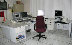 la photo a été prise a l'un des batiments de commandes et de contrôles au Poste-Manicouagan , Hydro-Quebec TransÉnergie