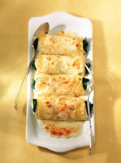 Ricardo& Recipe : Baked Sole Rolls with Spinach and Parmesan Cheese Recipes With Parmesan Cheese, Spinach Recipes, Shrimp Recipes, Fish Recipes, Cheese Recipes, Fish Dishes, Seafood Dishes, Fish And Seafood, Sole Recipes