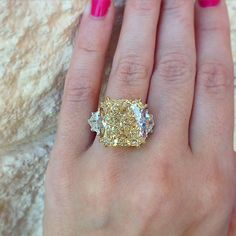 Engagement Rings Ideas & Trends 2017 22 carat fancy yellow diamond Discovred by : Raymond Lee Jewelers Yellow Diamond Engagement Ring, Yellow Diamond Rings, Simulated Diamond Rings, Engagement Ring Shapes, Wedding Engagement, Halo Diamond, Canary Diamond, Colored Diamonds, Yellow Diamonds