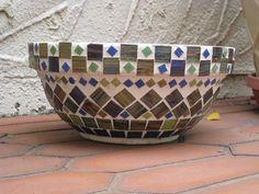 Allison's Mosaic Bowl Mosaic Planters, Mosaic Birdbath, Mosaic Vase, Mosaic Flower Pots, Mosaic Birds, Ceramic Flower Pots, Mosaic Garden, Mosaic Crafts, Mosaic Projects